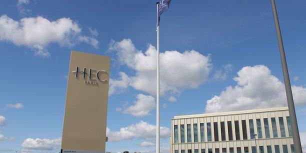 HEC Paris est l'école française la mieux classées.