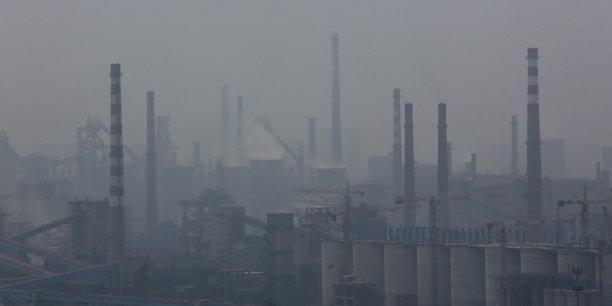 Le rapport rappelle que les problèmes de santé et les décès causés par la pollution de l'air représentent une contrainte économique majeure, estimant que cela constituait une charge pour la Chine de plus de 10% de son PIB.