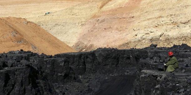 Les coûts de production du charbon pourraient atteindre près de 380 milliards d'euros d'ici 2025. Mais la demande s'abaisserait pour une énergie qui contribue fortement au réchauffement climatique.
