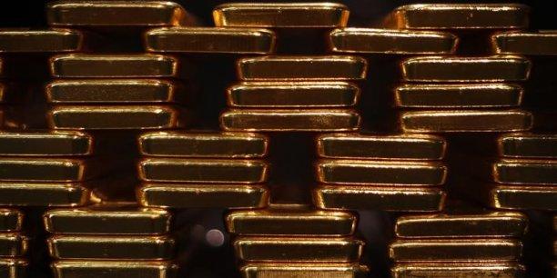 Le cours de l'or a plongé de 60% en trois à 1.206 dollars l'once.