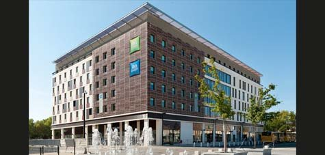 Ibis styles s 39 implante dans le gard for Hotel design nimes