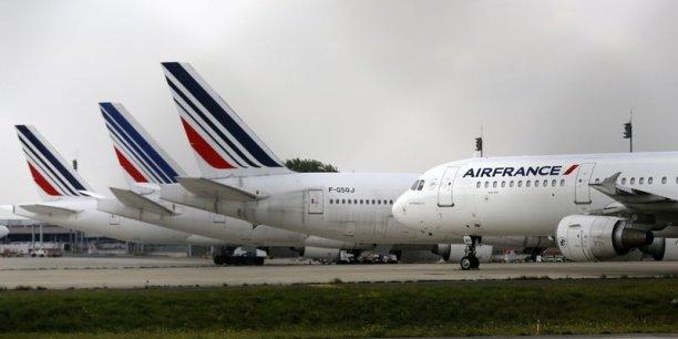 Les syndicats demandaient la mise en place d'un groupe unique de pilotes pour les avions de plus de 110 places (sous contrat Air France) pouvant passer d'une compagnie à l'autre. Cette revendication était à l'origine du conflit.