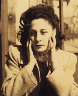 Gaby Aghion est née en 1921 en Egypte.
