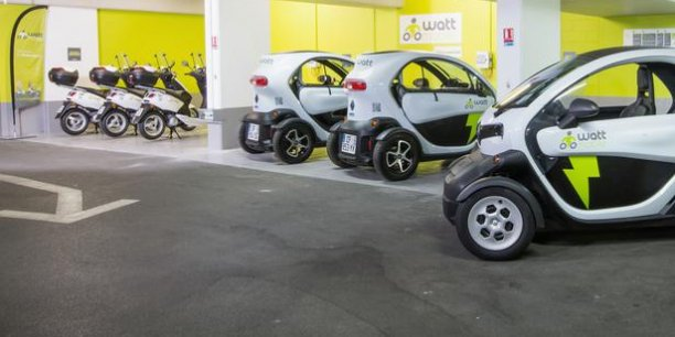 Dans le sillage d'Autolib' à Paris, Wattmobile propose aux voyageurs longue distance qui débarquent dans une grande gare ferroviaire de se déplacer dans la ville avec un véhicule électrique (quadricycle ou scooter) qu'ils auront réservé sur leur site.