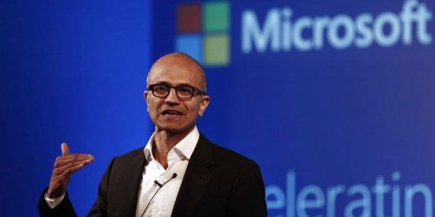 Le vice-président du groupe en charge des systèmes d'exploitation a assuré lors de la présentation de Windows 10 à San Francisco qu'il s'agissait d'une plate-forme d'un genre résolument nouveau, ce qui justifiait le choix de passer directement de Windows 8 à Windows 10.