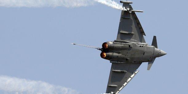 Le 1er juillet 2003, l'Autriche a signé un contrat pour 18 Eurofighter monoplace de la tranche 2 du programme (1,95 milliards d'euros)