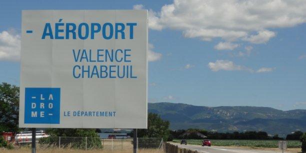L'aéroport est situé à quelques kilomètres de Valence.
