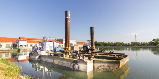 Des barges seront utilisées pour ce chantier le long du canal de Jonage.