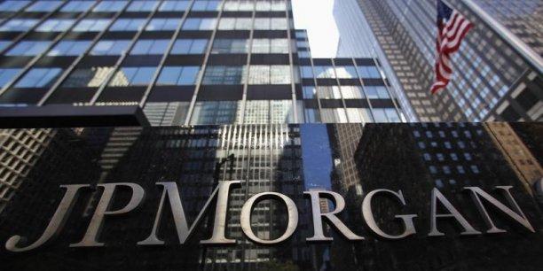 JP Morgan a rappelé avoir cédé, en mars dernier, son unité de commerce de matières premières (pétrole, gaz naturel, métaux) au groupe de négoce suisse Mercuria Energy pour 3,5 milliards de dollars.