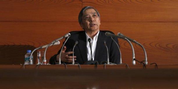 Le gouverneur de la BoJ, Haruhiko Kuroda, a reconnu devant le Parlement que l'économie mettait du temps à se remettre de la hausse de la TVA de 5 à 8%.