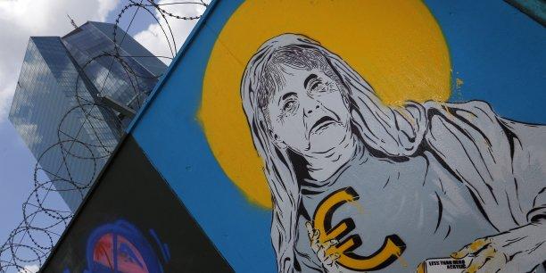 A Berlin, on est prêt désormais à « faire des exemples. » Pour une raison simple : montrer que les règles adoptées grâce à l'intervention d'Angela Merkel durant la crise sont efficaces, punissent les « mauvais élèves » et garantissent l'argent « des contribuables allemands. »
