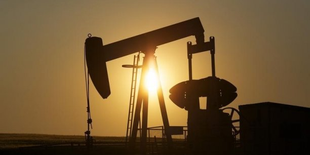 Selon les estimations de l'Opep, la demande mondiale devrait augmenter cette année de 1,38 million de barils par jour (mbj) pour atteindre 92,7 mbj, et devrait encore augmenter de 1,34 mbj en 2016.