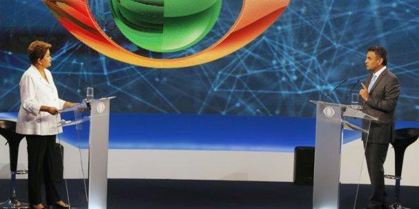 Dilma Rousseff et Aecio Neves se sont mutuellement accusés de mensonges, de corruption et de népotisme lors d'un débat télévisé musclé