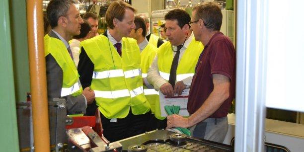 Kevin O'Neill, directeur général adjoint de GFT Gmbh, ici au centre, est venu en octobre annoncer à Christophe Baptiste, directeur de l'usine girondine, qu'il héritait de la MX65.