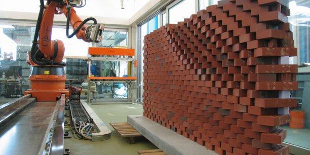 C'était le coeur de l'idée du premier prototype conçu par le laboratoire de Fabio Gramazio, en 2006 avec le mur programmé : connecter la conception humaine à l'action constructive du robot.