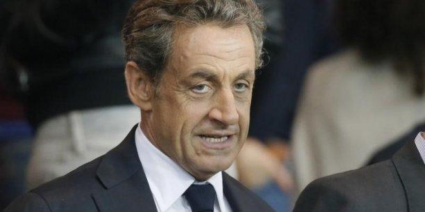 Dans Sarko s'est tuer les auteurs expliquent la méthode Sarkozy, basée sur la transgression et l'interventionnisme.