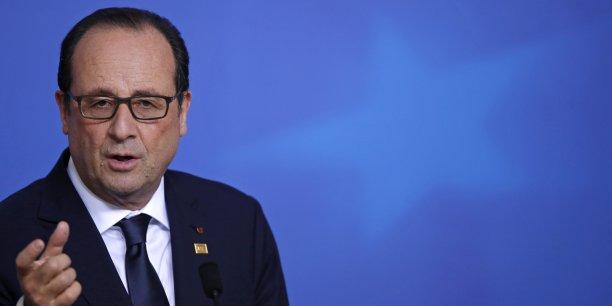 Au lieu de réduire le déficit public à 3% du PIB l'an prochain comme elle s'était engagée à le faire, la France prévoit désormais qu'il atteindra 4,3% et que son déficit structurel sera réduit de 0,2 point au lieu de 0,8.
