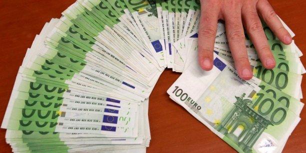 Le gouvernement envisagerait notamment de réduire le taux du forfait pour les entreprises dirigeant l'épargne de leurs salariés vers le financement de l'économie.