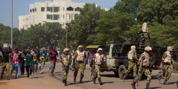 Le chef d'état-major des armées Nabéré Honoré Traoré a annoncé la création d'un organe de transition sans préciser qui en prendrait la tête.