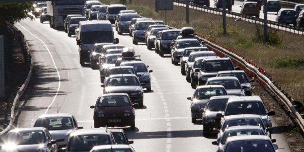 Le marché automobile français ne fera pas aussi bien qu'attendu cette année, et devrait rester stable en 2015.