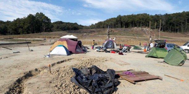 A l'issue de la réunion au ministère mardi soir, la ministre a aussi appelé à l'évacuation du terrain, site d'une occupation illégale.