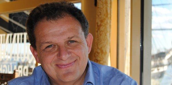Pierre Grosser est historien, spécialiste de l'histoire des relations internationales et enseignant à Sciences Po Paris. Il est l'auteur de l'ouvrage Traiter avec le diable ? Les vrais enjeux de la diplomatie au XXIe siècle
