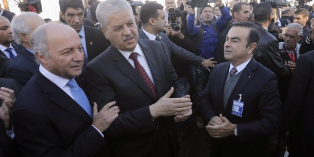 Laurent Fabius, Abdelmalek Sellal et Carlos Ghosn lors de l'inauguration de l'usine Renault près d'Oran.
