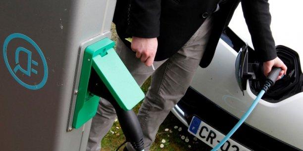 La loi sur la transition énergétique, actuellement en débat au Parlement, prévoit d'atteindre 7 millions de points de charge en 2030, contre 14.000 aujourd'hui.