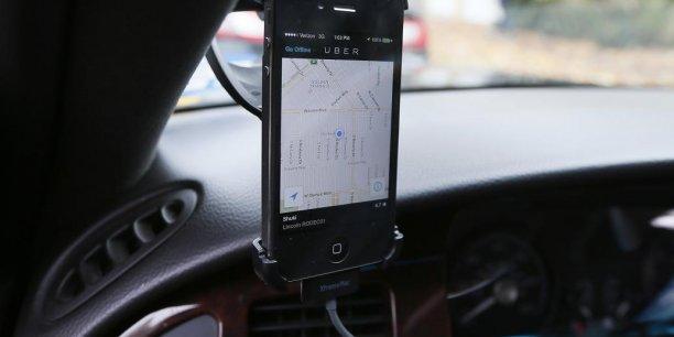 Uber propose notamment le service Uberpop qui met en relation des passagers et des automobilistes qui ne sont pas des chauffeurs professionnels via une application smartphone.