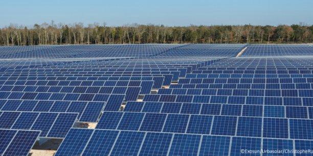 Les trackers solaires d'Exosun permettent d'orienter les panneaux photovoltaïques en fonction de la courbe du soleil dans le ciel et d'augmenter leur production