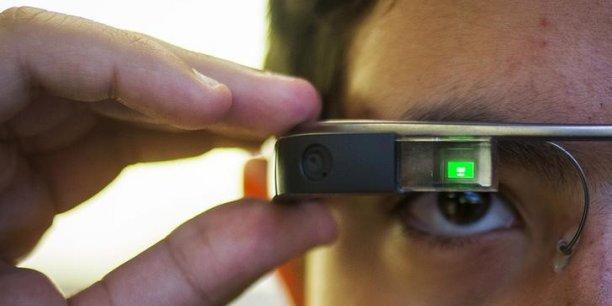 Les Google Glass, brièvement commercialisées, n'ont pas séduit le grand public, pas encore prêt pour la réalité augmentée. Les entreprises, elles, s'y mettent de plus en plus.