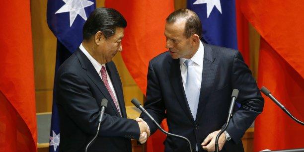Xi Jinping et Tony Abbott ont signé lundi la déclaration d'intention au Parlement australien de Canberra.