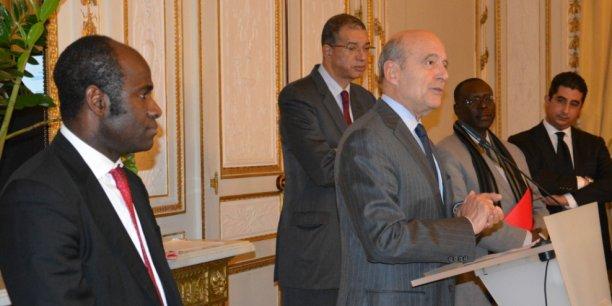 De gauche à droite : Pierre De Gaétan Njikam Mouliom, Lionel Zinsou et Alain Juppé