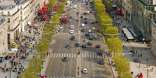 Les valeurs locatives des Champs-Élysées, qui atteignaient des niveaux record en 2012-2013, sont restées stables.