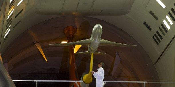 La maquette d'un boeing 777 prête à être testée dans la soufflerie S1 de Modane.