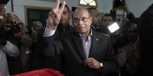 Selon les sondages réalisés à la sortie des urnes, Moncef Marzouki obtiendrait 26,9% à 32,6% des voix.