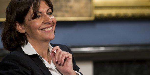Anne Hidalgo, la maire de Paris, veut redéfinir le champ de compétences de la ville, par exemple sur la question de l'ouverture dominicale des commerces.