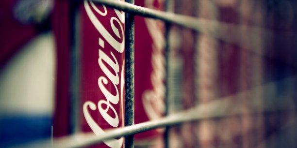 Le dernier plan social d'ampleur engagé par Coca-Cola avait eu lieu en 2000, quand il avait supprimé plus de 5.000 postes après des bénéfices et ventes décevants.