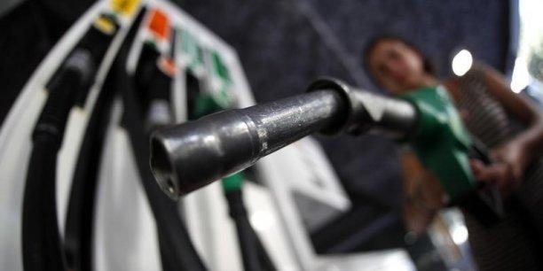 Les prix à la pompe ont atteint des plus bas en France en fin d'année 2014.