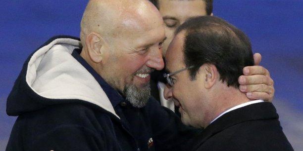 Bienvenue Monsieur Lazarevic, ça fait trois ans qu'on vous attend, a déclaré le chef de l'État à l'attention du dernier otage français.