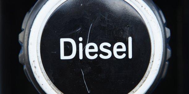 le prix du diesel augmente et va continuer augmenter les fran ais s 39 en d tournent. Black Bedroom Furniture Sets. Home Design Ideas