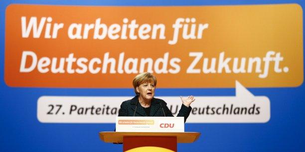 L'Allemagne n'a-t-elle aucune responsabilité dans la crise? (Photo: Nous travaillons pour l'avenir de l'Allemagne, c'est le slogan qui s'affiche derrière Angela Merkel, mardi 9 décembre, à Cologne, tandis qu'elle s'adresse à son parti la CDU dont elle vient d'être élue présidente pour la 8e fois)