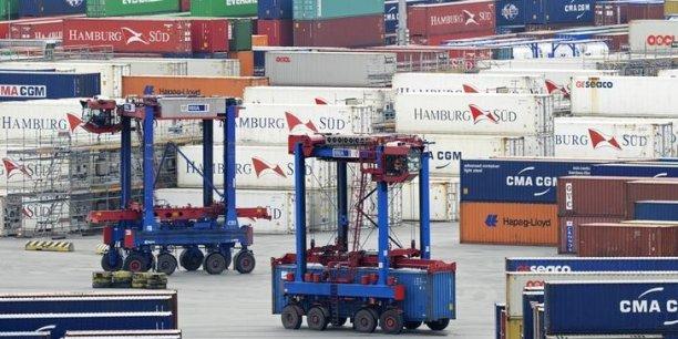 Les Douanes font état d'un recul de 1,9% des importations par rapport à octobre, à 40,4 milliards d'euros, et d'une hausse de 0,6% des exportations, à 37,2 milliards d'euros.