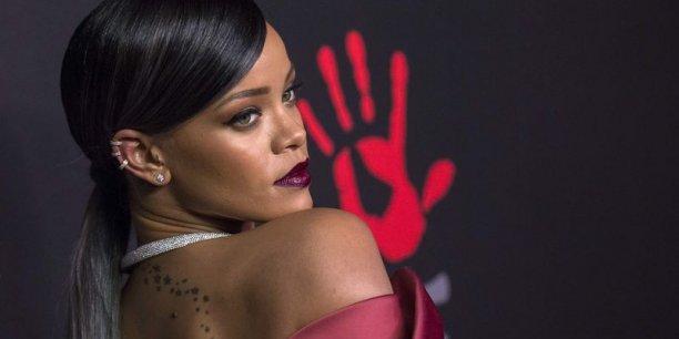 La célèbre chanteuse barbadienne aura son mot à dire sur les collections pour femme.