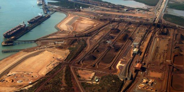 En Australie par exemple, le cours du minerai de fer a perdu 30% de sa valeur alors qu'il représente le premier poste d'exportation du pays, grevant ainsi les recettes de l'Etat.