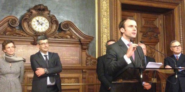 Emmanuel Macron, le ministre de l'Economie, de l'Industrie et du Numérique, a dressé hier le portrait-robot du futur président du gendarme des télécoms.