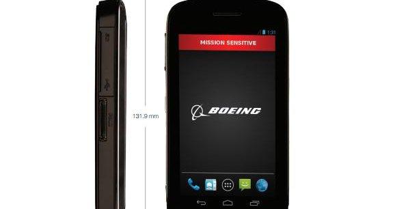 Acceptant deux cartes SIM, le Black peut également se connecter à des satellites et des senseurs biométriques, détaille Boeing sur la fiche de présentation de l'appareil, qui dispose par ailleurs d'un écran de 4,3 pouces (10,92 centimètres).