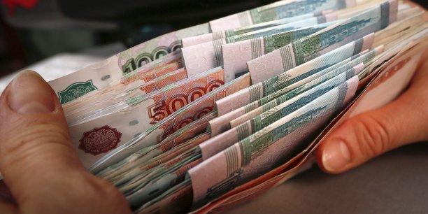 L'an dernier, la monnaie russe a perdu 41% de sa valeur face au dollar et 34% face à l'euro en raison de la crise ukrainienne et de la chute du cours du pétrole.