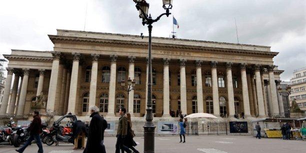 La Bourse de Paris plonge tirée par ses valeurs pétrolières et bancaires.