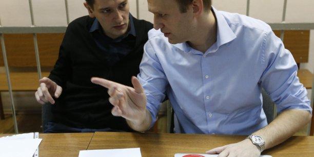 Les défenseurs de l'opposant politique russe Alexeï Navalny (à dr.) estiment que la condamnation de son frère Oleg (à g.) vise à accentuer la pression contre l'ex-candidat à la mairie de Moscou.